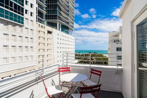 Townhouse Hotel Miami Beach Upgrades Its Back Office To